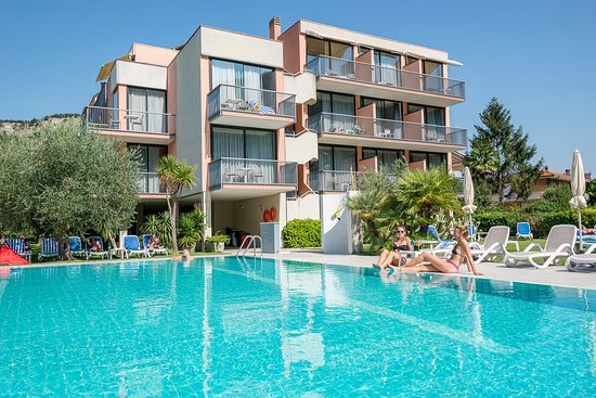 Piscina hotel Holiday
